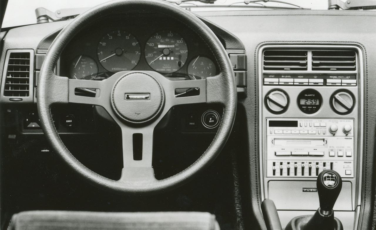 img-332366-1-1985-mazda-rx-7-gsl-se-interior-photo-381805-s-1280x782.jpg